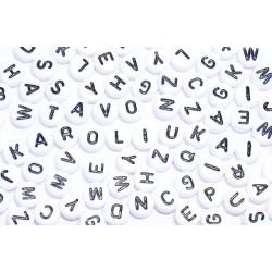 Plastikiniai karoliukai-raidės